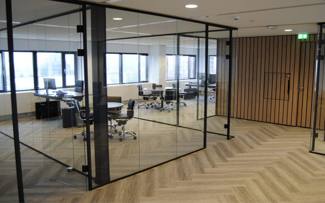 Glazen wanden op kantoor | De voor- en nadelen