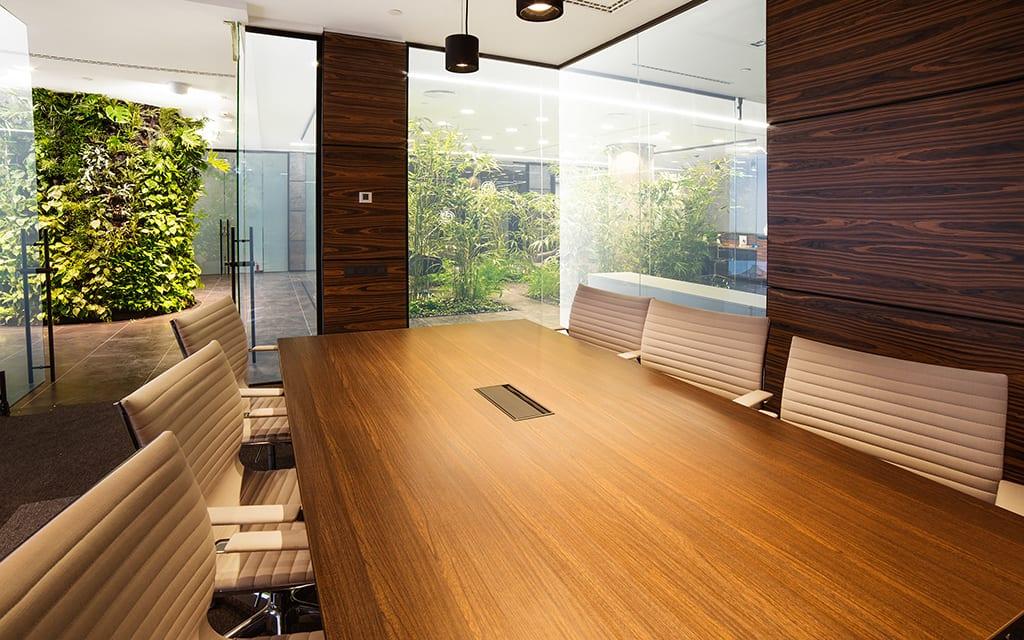 Kantoormeubilair in modern kantoor