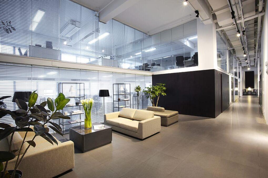Glazen wanden kantoorinrichting